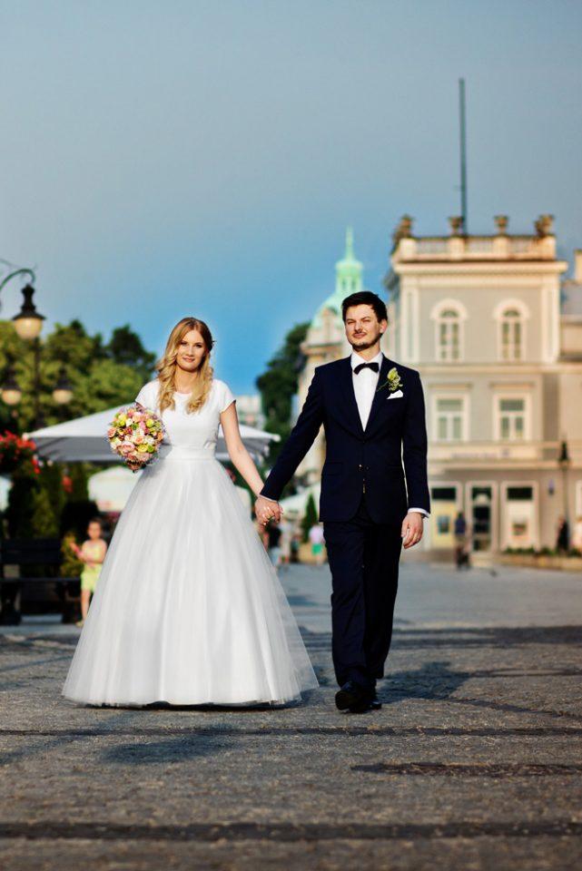 sesja ślubna radom, plener ślubny radom, plener na żeromskiego, sesja ślubna o zachodzie słońca na żeromskiego, zdjęcia ślubne radom, fotograf radom
